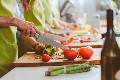 5 BASIC KNIFE SAFETY TIPS
