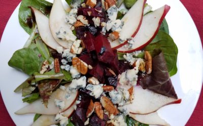 MIXED GREENS SALAD WITH PEARS, BEETS AND BLACKBERRY VINAIGRETTE